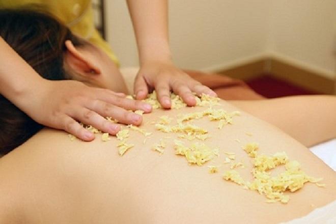 massage rượu gừng