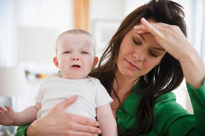 sau sinh mẹ lo lắng suy nghĩ nhiều