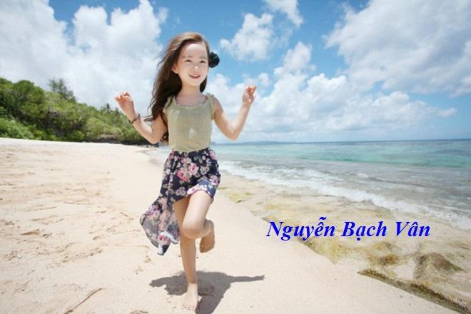 bé gái tên Nguyễn Bạch Vân