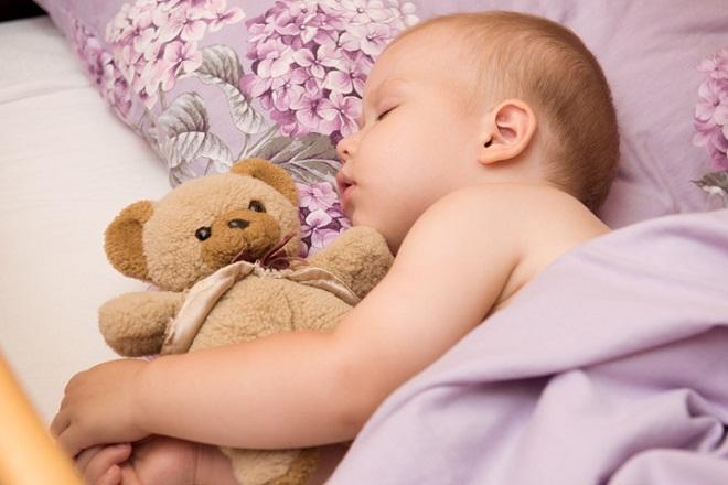 trẻ 5 tháng tuổi ngủ say