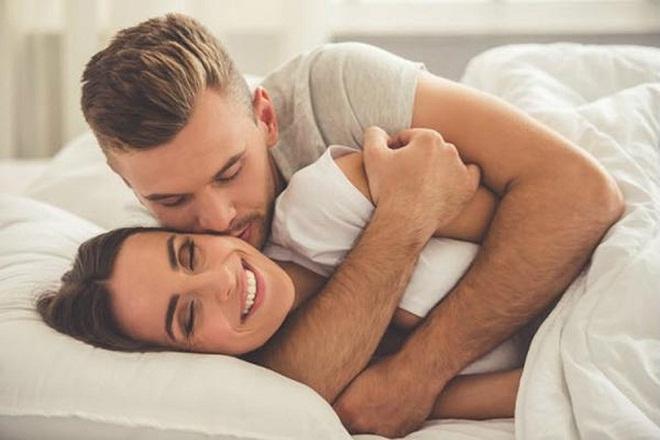 vợ chồng hạnh phúc quan hệ sau sinh