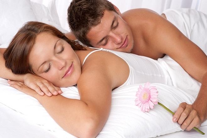 vợ chồng ngủ với nhau