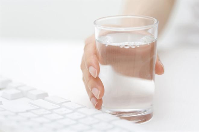 Dùng nước ấm trị ho hiệu quả cho bé
