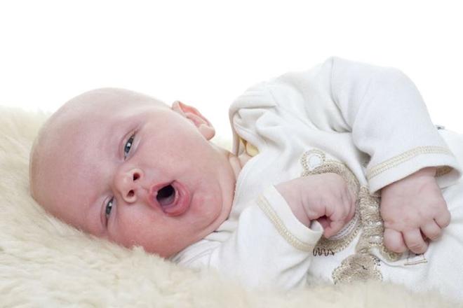 Khi bé khó thở, mặt tím tái nên đưa ngay đến bệnh viện