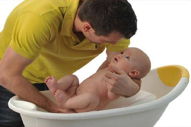 cách tắm và vệ sinh rốn cho trẻ sau khi rụng sẽ thoải mái hơn