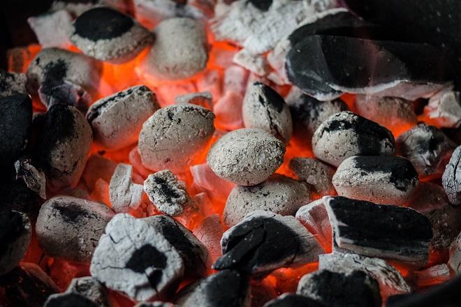 Đốt than giữ ấm