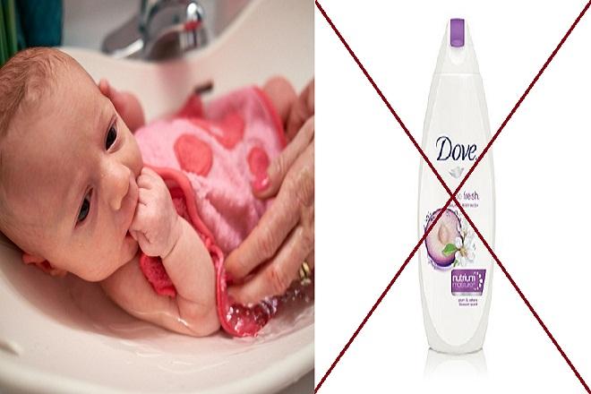 không nên sử dụng sữa tắm của người lớn để tắm cho trẻ sơ sinh
