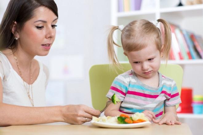 trẻ bị suy sinh dưỡng