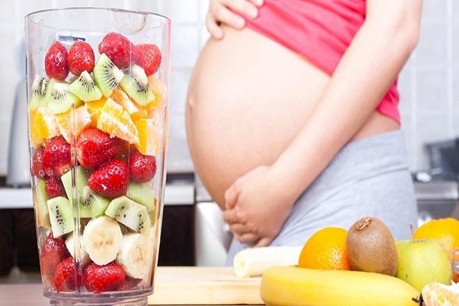 Mẹ ăn nhiều trái cây chứa Vitamin C