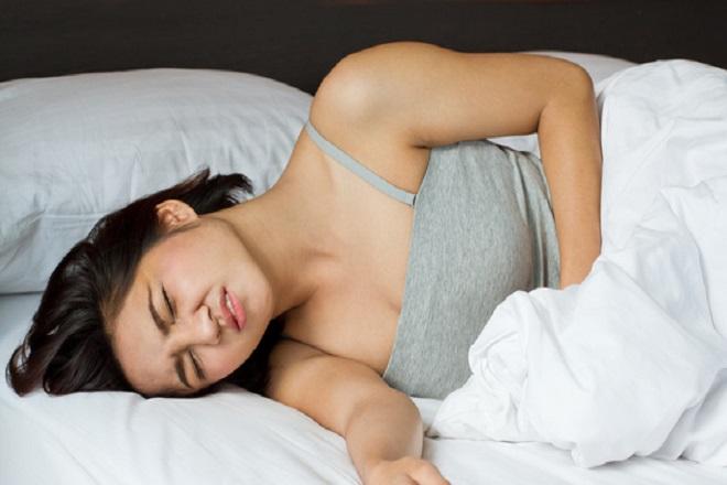 Đau bụng âm ỉ hoặc đau dữ dội tại bụng dưới