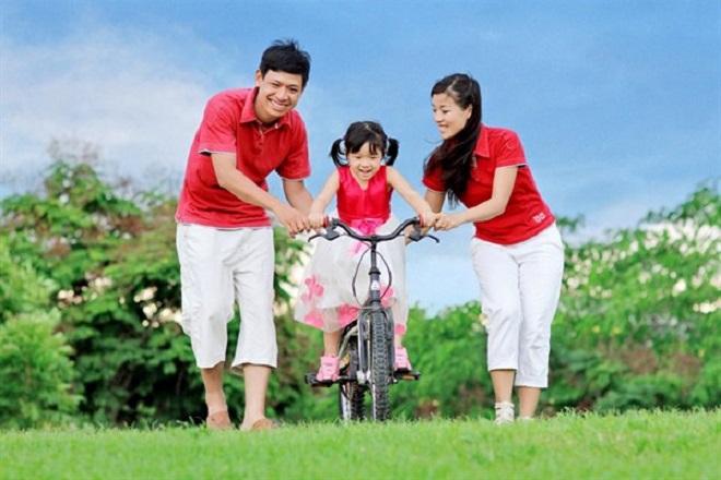 Gia đình hạnh phúc cùng hai đứa con