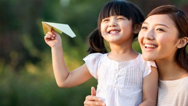 hạnh phúc bên cạnh con gái