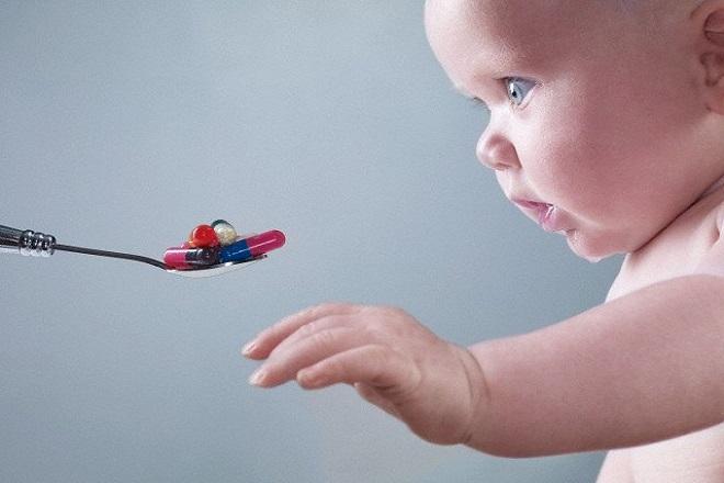 Không tự ý dùng thuốc kháng sinh cho trẻ sơ sinh