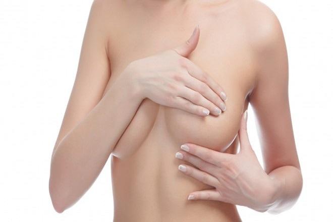 massage ngực trị tắc sữa