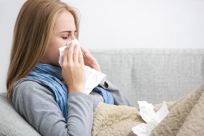 Bị áp xe vú, người mẹ thường bị sốt và ớn lạnh