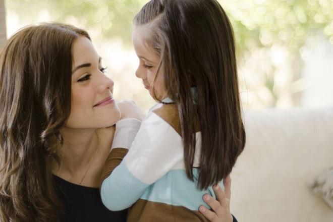 mẹ đơn thân và con gái