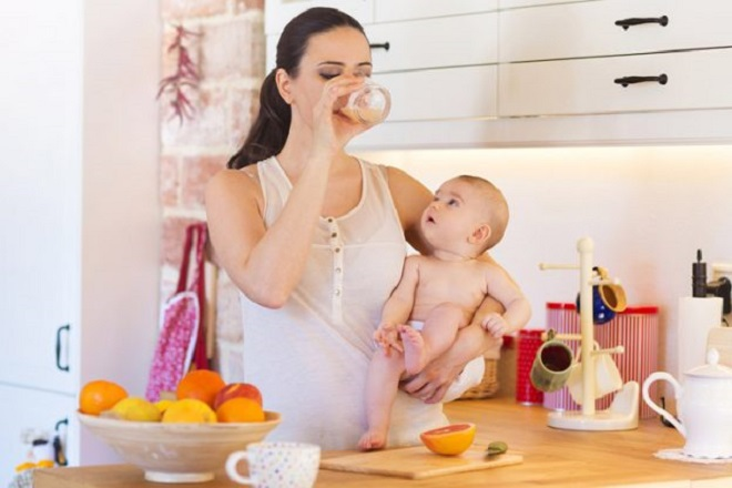mẹ sau sinh cần ăn uống đủ chất