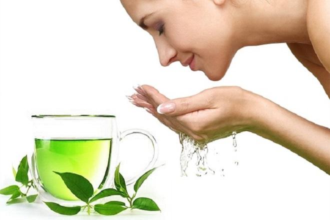 rửa mặt làm đẹp sau sinh với trà xanh