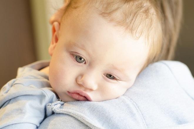 trẻ bị mệt khi sốt