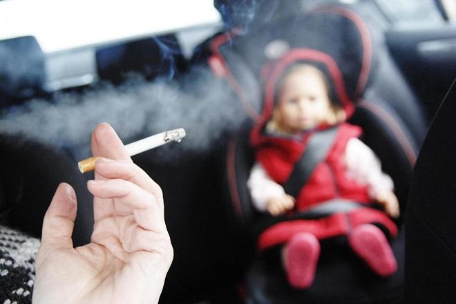 trẻ bị viêm phổi do khói thuốc