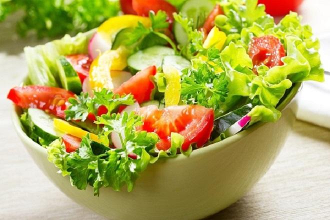 Salad rau củ hoa quả