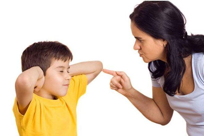mẹ không nên dạy con quá khắt khe