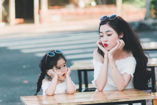 mẹ đơn thân hạnh phúc bên cạnh con gái