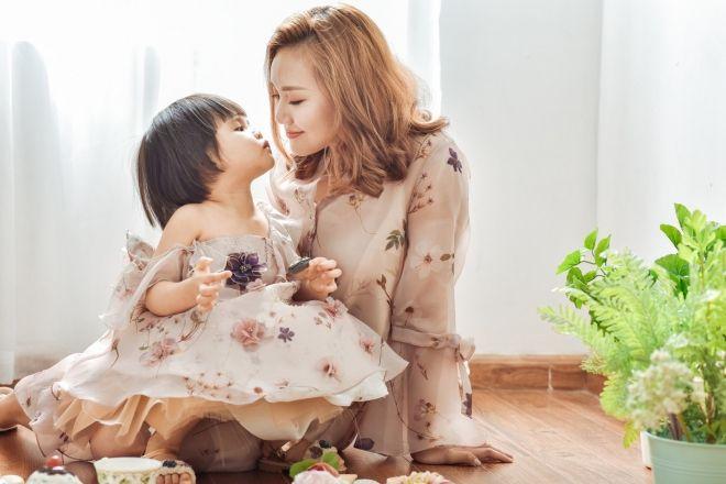 mẹ đơn thân hạnh phúc bên con gái