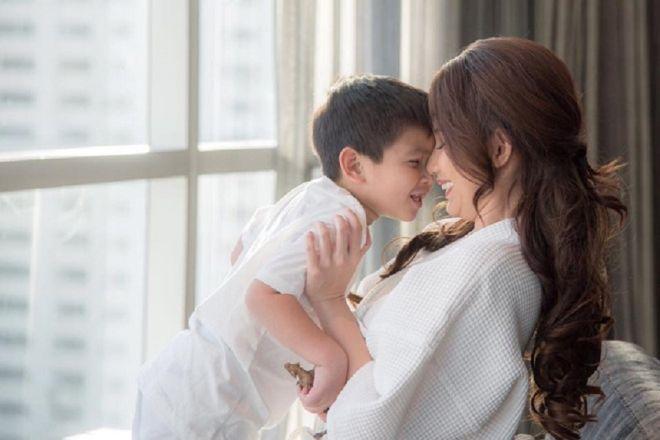 mẹ đơn thân vui vẻ cùng con trai