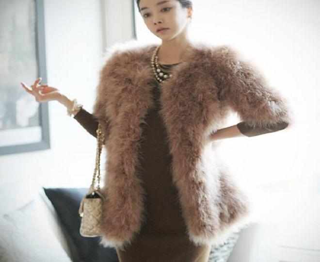 áo khoác lông là món đồ thời trang mùa đông cho bà bầu