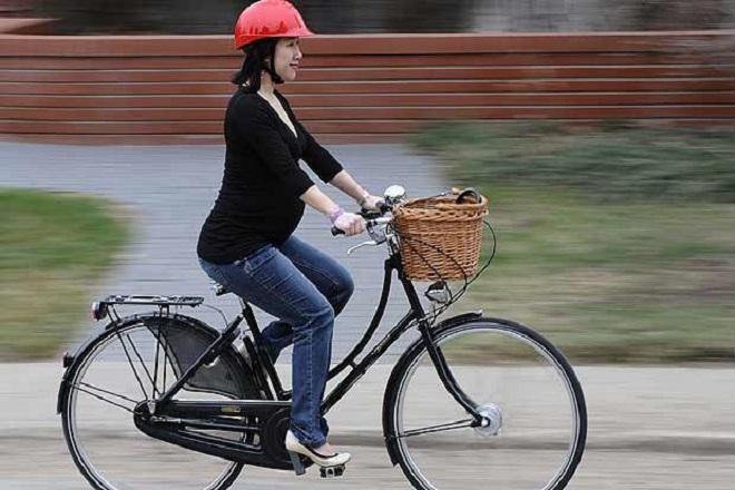 bà bầu đạp xe khi mang thai tháng thứ 4