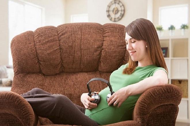 bà bầu nghe nhạc phật giúp thai giáo hiệu quả cho con