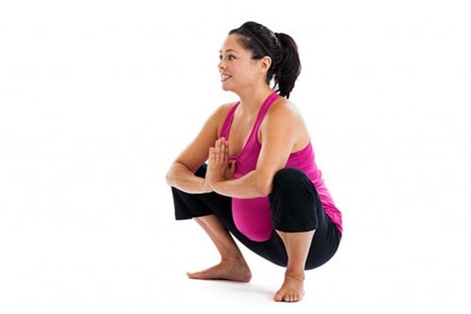 bài tập cho mẹ bầu dễ sinh với tư thế squat