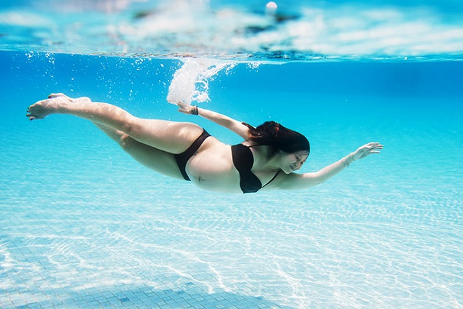 bài tập thể dục cho bà bầu tháng thứ 5 là bơi lội
