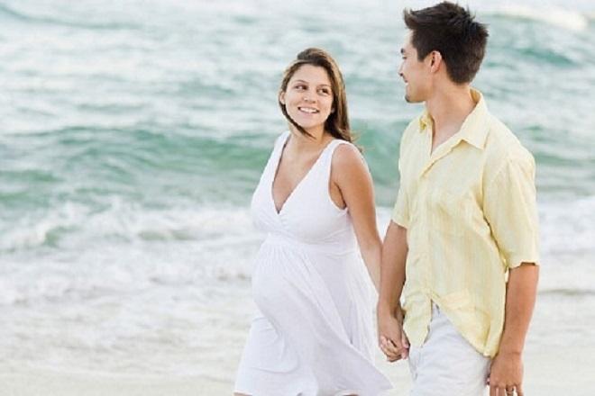 cần chú ý những gì khi bà bầu đi du lịch biển