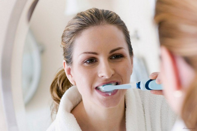 chăm sóc răng miệng chưa tốt cũng khiến mẹ bị tê buốt răng sau sinh