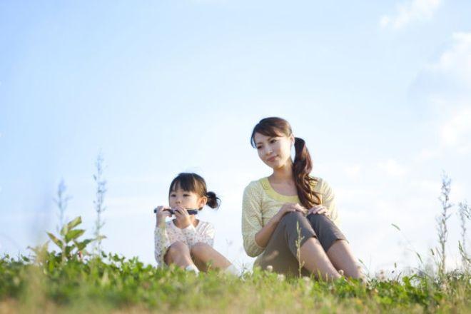 mẹ đơn thân dành thời gian bên cạnh con