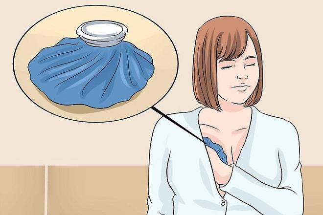 chườm đá lạnh lên ngực để cải thiện vòng 1 chảy xệ