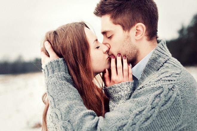 đàn ông suy nghĩ gì khi hôn con gái