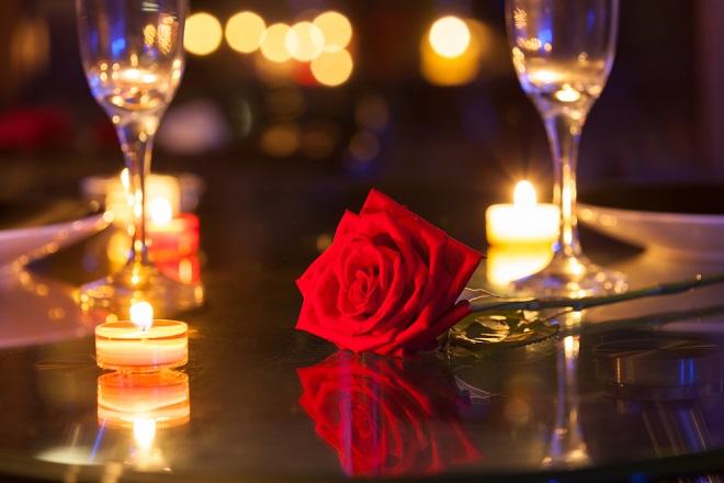 hoa hồng và nến