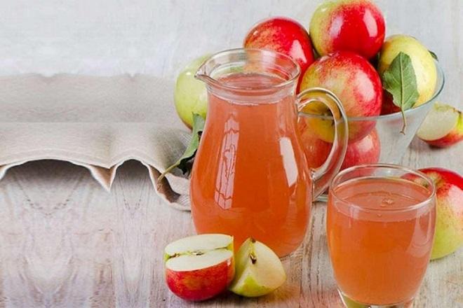khắc phục ngực chảy xệ sau khi sinh bằng cách đắp mặt nạ cho ngực từ nước ép táo