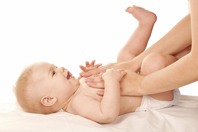 massage bụng cho trẻ bị táo bón