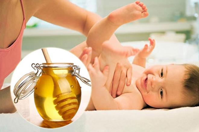 mật ong trị táo bón cho trẻ