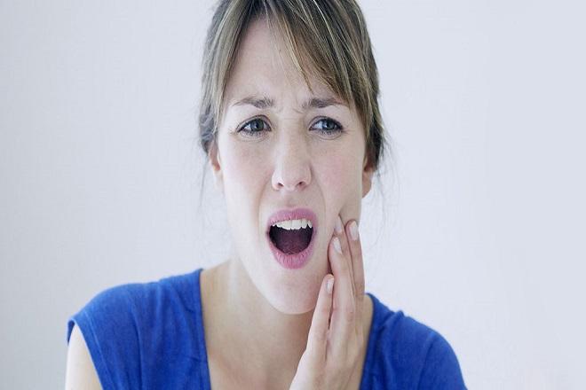 mẹ bị tê buốt răng sau sinh do thiếu hụt canxi