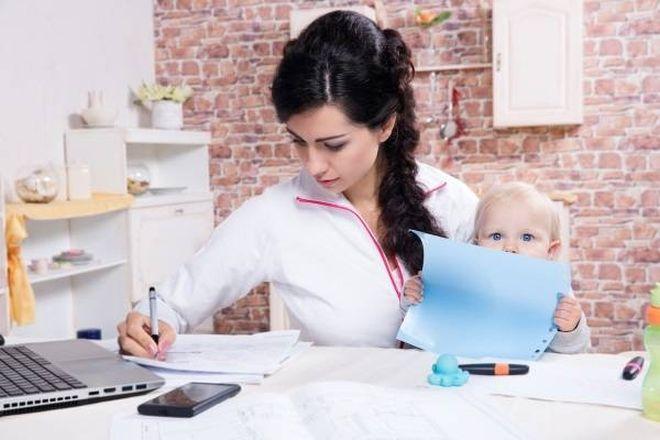 mẹ đơn thân tìm kiếm công việc ổn định