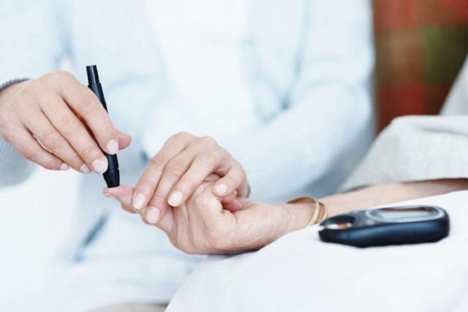 mẹ nên đến bệnh viện làm xét nghiệm để xác định xem có bị tiểu đường không