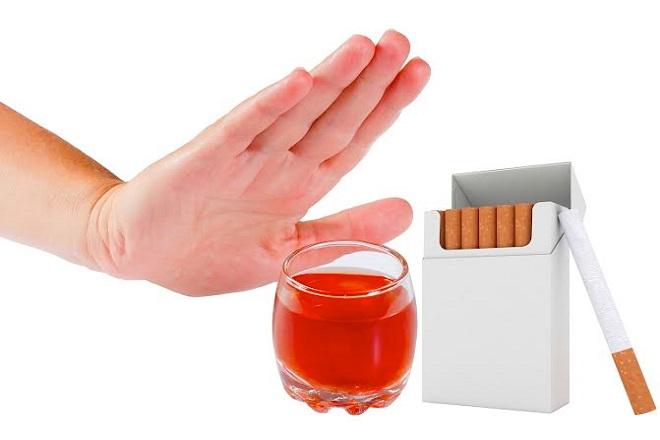 nên cai thuốc lá và rượu bia để bảo vệ sức khỏe