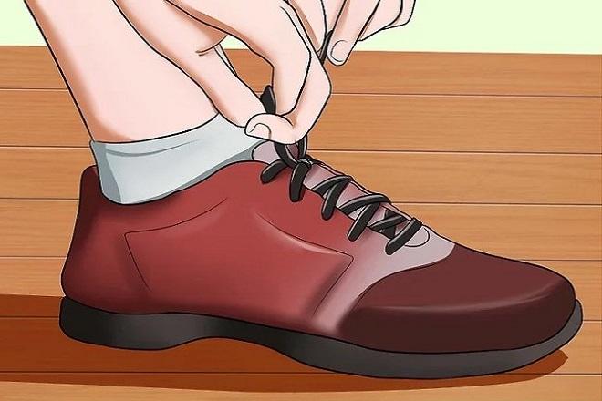 nên đeo giày vừa vặn và có đế lót mềm mại để không bị tê ngón chân sau sinh