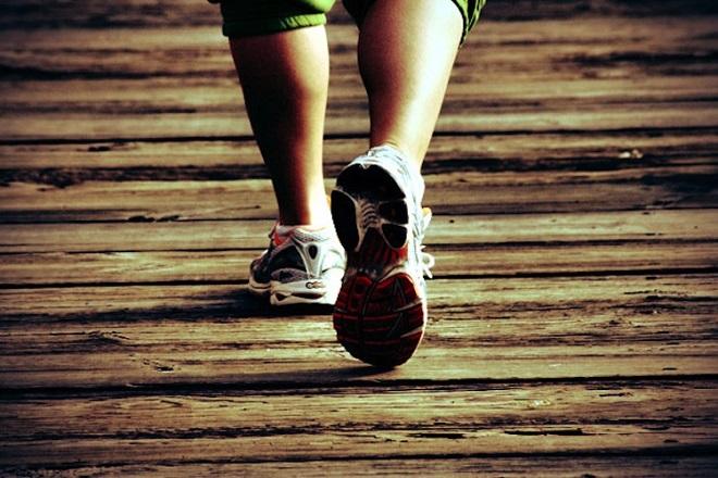 nên đi giày vừa chân khi mang thai để tập luyện cho vùng xương chậu
