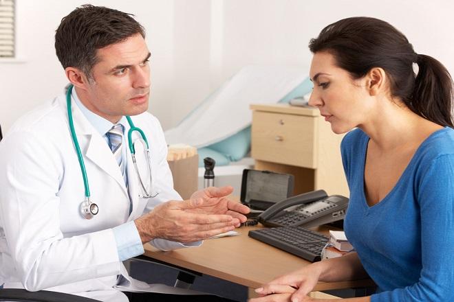 nên gặp bác sỹ để được tư vấn chữa dính tử cung càng sớm càng tốt